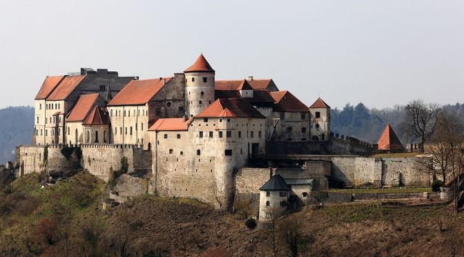 Aspekte baulicher Manifestation von Magnifizenz im Ausbau der Burg Burghausen