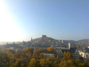 Stammsitz des MAB - Marburg, gesehen vom Historikerturm der Philosophischen Fakultät (Foto: Ch. Ottersbach)